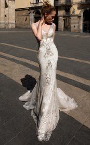 Brautkleid - Couture - ivory - silver - Godet - Stickerei