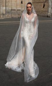 Brautkleid - Couture - ivory - silver - Godet -Stickerei