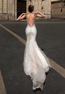 Brautkleid - Couture - ivory - silver - Godet - Stickerei - Ruecken