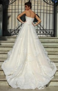 Brautkleid - Couture - ivory - Stickerei - Ruecken - A-Linie - traegerlos