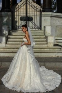 Brautkleid - Couture - ivory - Stickerei - A-Linie - traegerlos